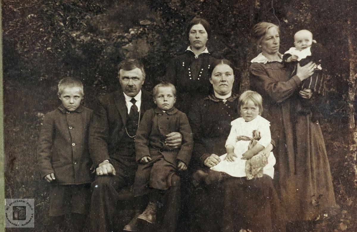 Familiebilde fra Der Heima på Sveindal.