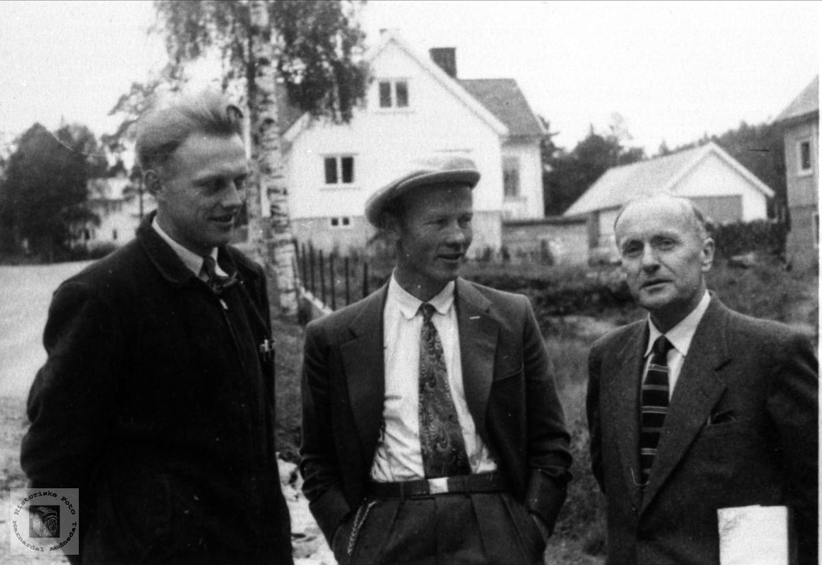 Gruppeportrett Ånund Haugland, Torgeir Hjemlestad og ukjent.