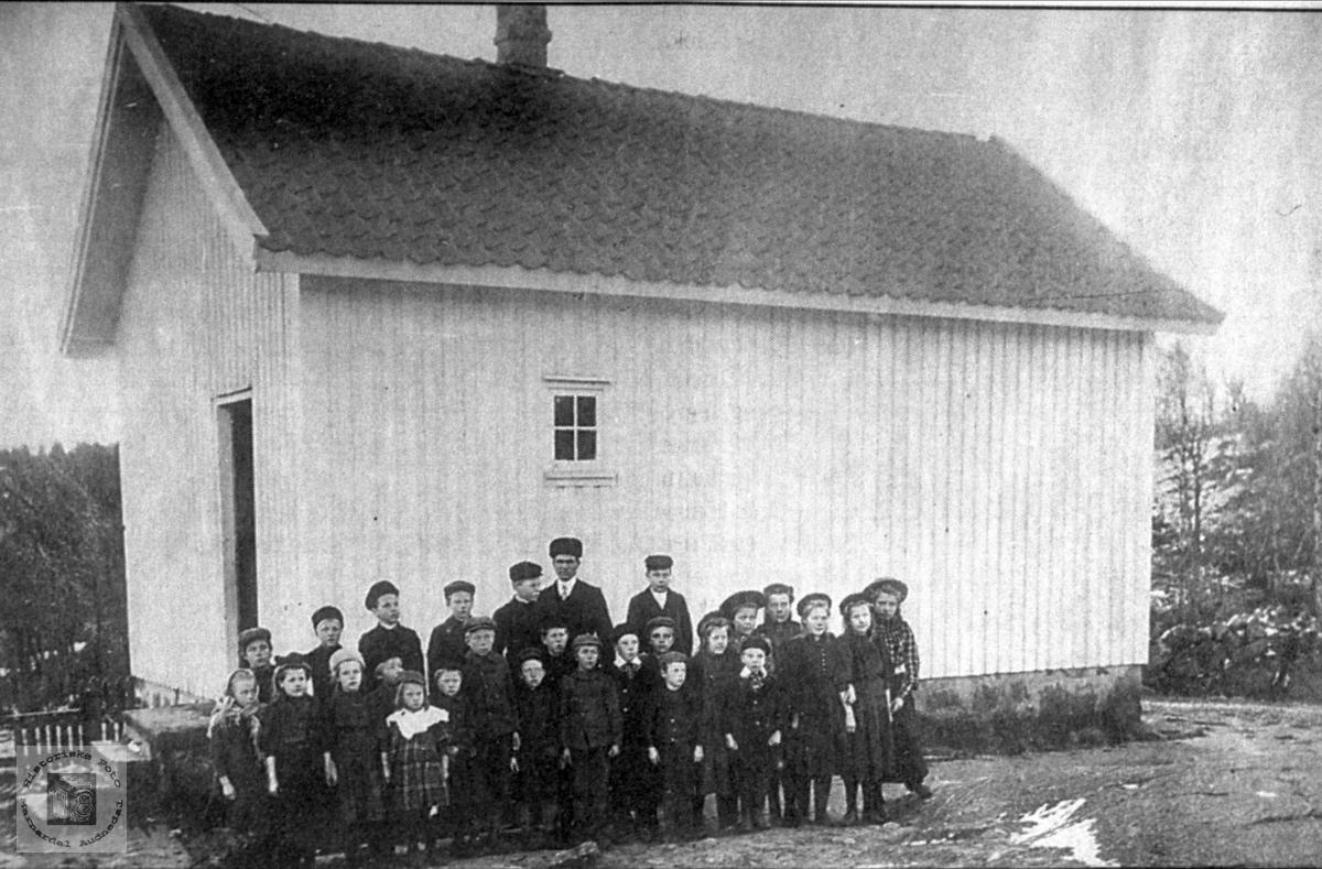 Brauskeland eller Bruskeland skole. Laudal i Marnardal.