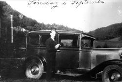 Drosjeeigar Jørgen Laudal. I Chevrolet årsmodell 1929-1930.