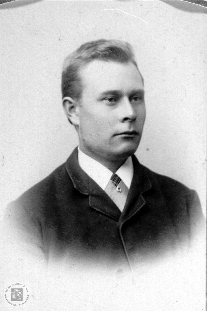 Portrett av Lars O. Ågset, Laudal.