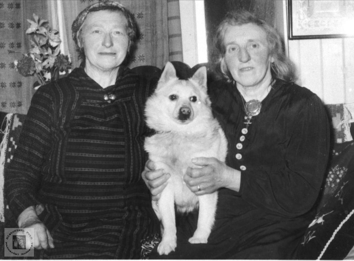 Søskenene Ragna og Anna Kalvekleiv, Laudal.