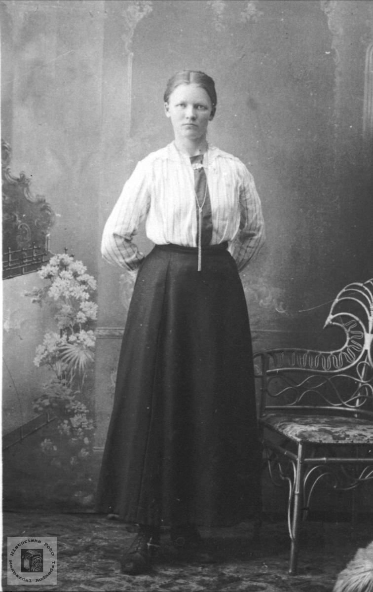 Portrett av Ingeborg Usland, Øyslebø.