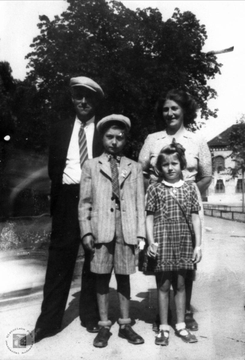 Familien Manflå fra Sundet i Bjelland.