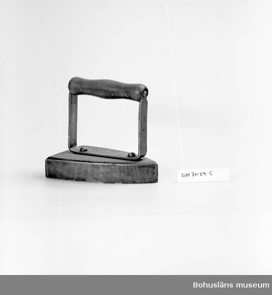 Strykjärn, ca 1900, av gjutjärn.
