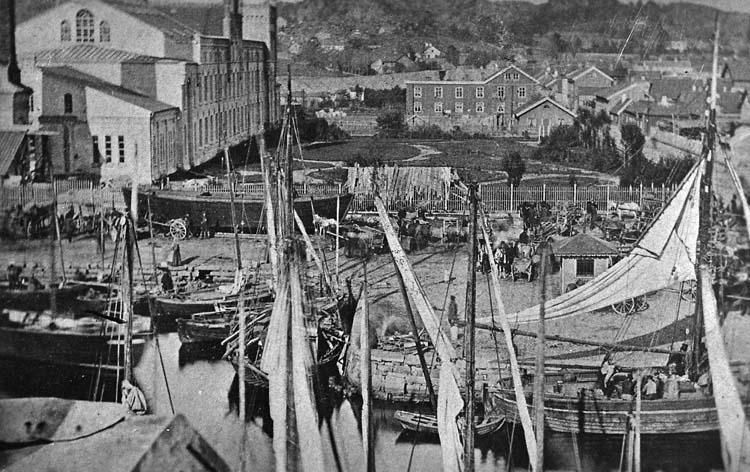 Uddevalla hamnbassäng och Kampenhof 1864