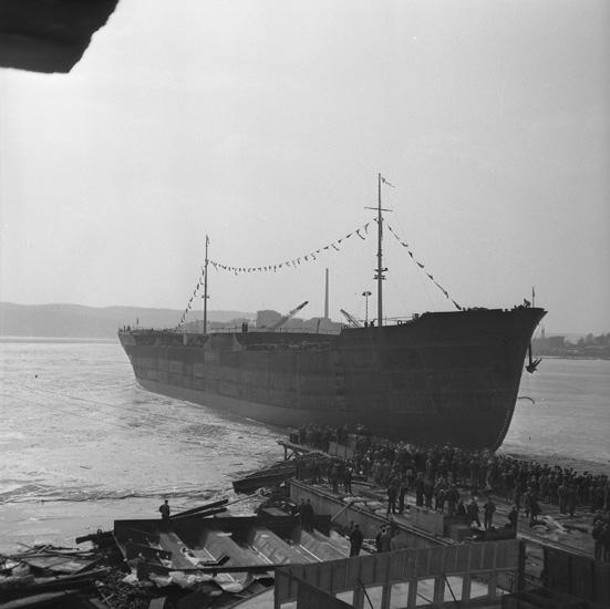 Dop och sjösättning av fartyg 142 M/T Captain T. Basse.