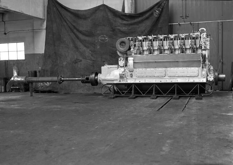 Sexcylindrig dieselmotor Skandia med propeller, Skandiaverken.