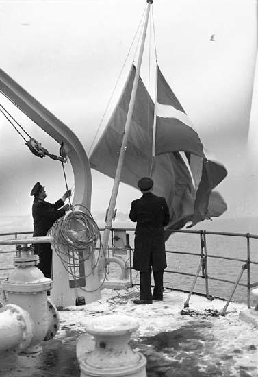 Flaggskifte på Aslaug Torm.