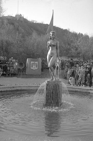 """Enligt notering: """"Avtäckning av staty, Margretegärdeparken 30/4 1949.""""."""