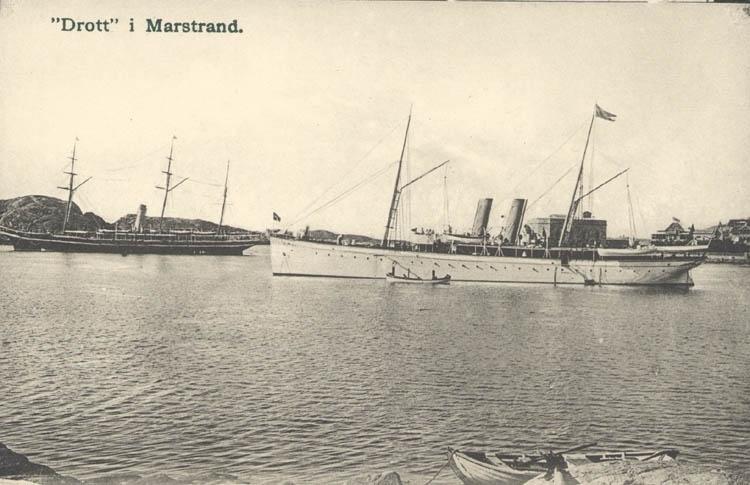 """Tryckt text på kortet: """"Drott"""" i Marstrand. """"      ::"""