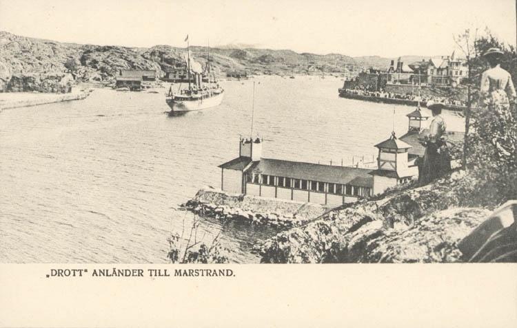 """Tryckt text på kortet: """"Drott"""" anländer till Marstrand."""""""