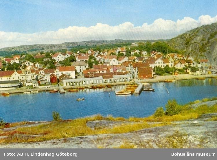 """Tryckt text på kortet: """"Grebbestad. Utsikt från Svinnäs."""""""