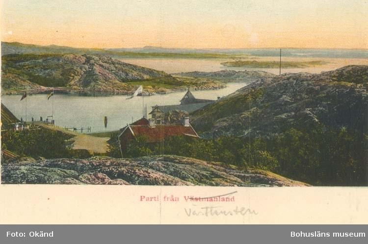 """Noterat på kortet: """"Foto taget från """"Vargö"""" ovanför """"Stjernviks"""" restaurant mot """"Känsö"""" """"Friliggande ön """"Stenskär"""" i fonden t. v. Brännö. I fonden t. h. Kössö."""" """"28. 3. 1959."""""""