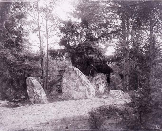 """Enligt text som medföljde bilden: """"Stendös i Brattås II d. 14/7 1912 GL""""."""