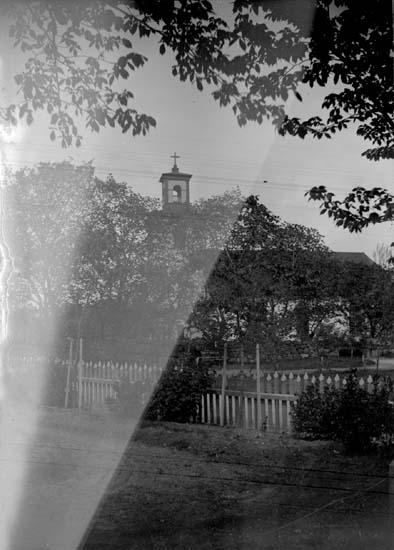 """Enligt text som medföljde bilden: """"Lysekil, kyrkan 1898"""". ::"""