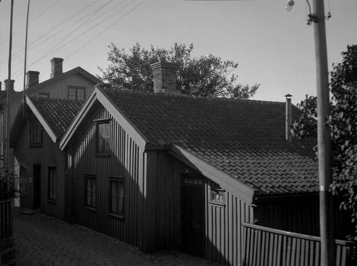 """Enligt text som medföljde bilden: """"Kyrkviks Strandgata sedd från vester."""""""