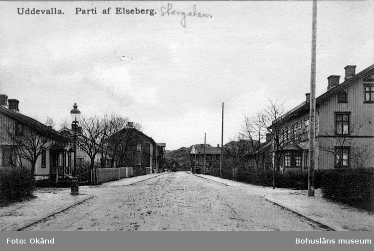 """Tryckt text på vykortets framsida: """"Uddevalla Parti af Elseberg.""""  ::"""