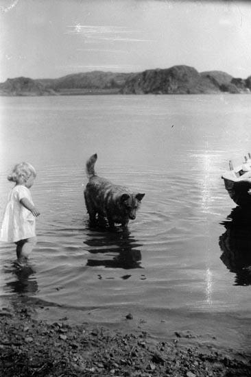 """Enligt fotografens noteringar: """"1926 Fru Clary ...... flicka Clary som liten."""""""