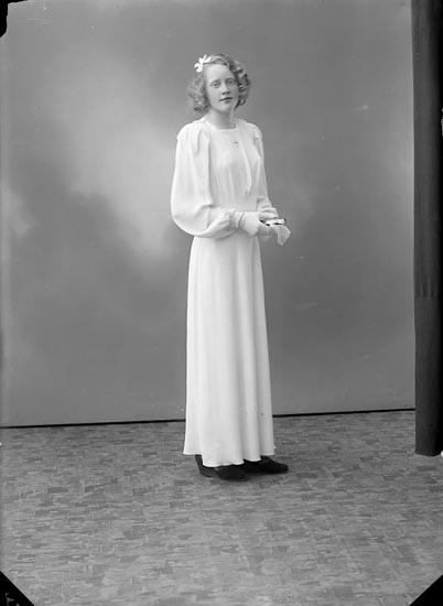 """Enligt fotografens journal nr 6 1930-1943: """"Widgård, Tanja Viddesgärde, Ödsmål""""."""