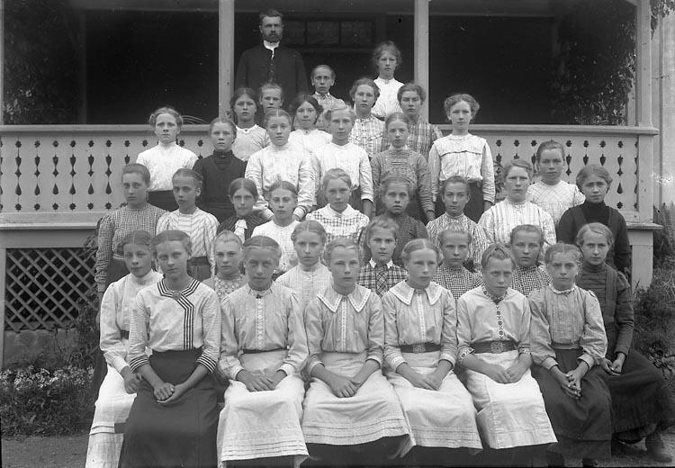 """Enligt fotografens notering: """"Läsbarnen Pastor Lindman Kålleröd Solberga 1913""""."""