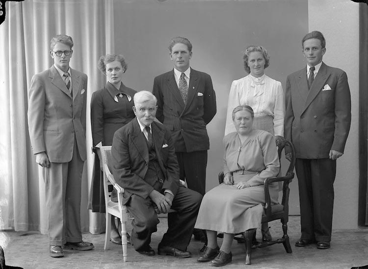 """Enligt fotografens journal nr 7 1944-1950: """"Andersson, Herr Karl Bjärröd Kode""""."""