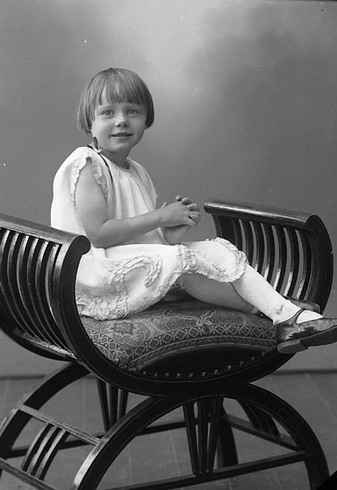 """Enligt fotografens journal nr 6 1930-1943: """"Andersson, Inger Runtången, Hjälteby""""."""