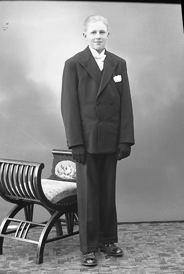 """Enligt fotografens journal nr 6 1930-1943: """"Olsson, Henry Måröd, Här""""."""