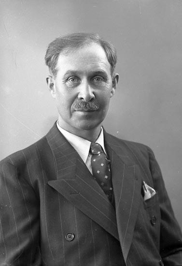 """Enligt fotografens journal nr 6 1930-1943: """"Ottosson, Gunnar Varvet Här""""."""