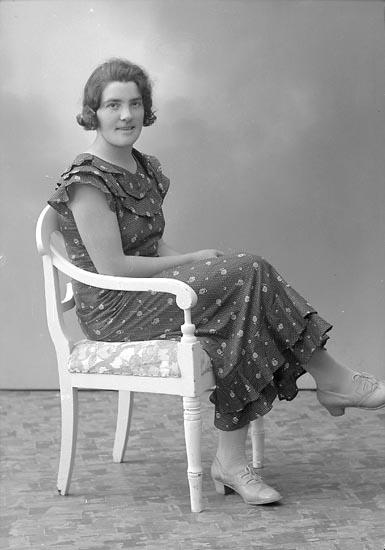 "Enligt fotografens journal nr 6 1930-1943: ""Karlsson, Fr. Alice Evja, Hjälteby""."