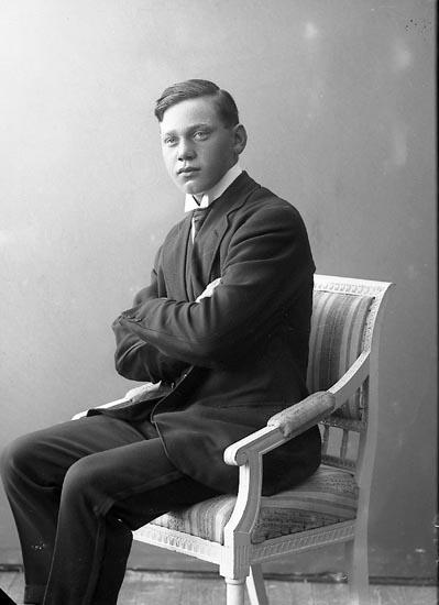 """Enligt fotografens journal nr 4 1918-1922: """"Johansson, John Här""""."""