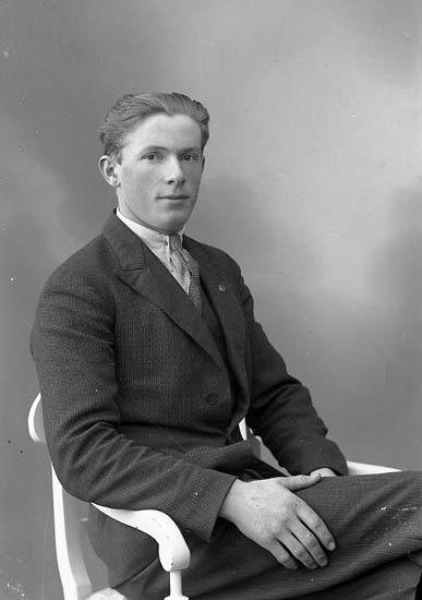 "Enligt fotografens journal nr 6 1930-1943: ""Thorin, Hilding Här""."