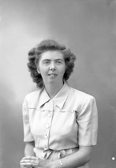 "Enligt fotografens journal nr 7 1944-1950: ""Olsson, Fr. Berit Stenungsund""."