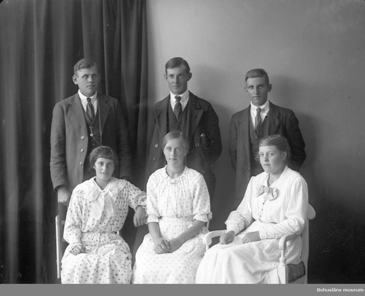 """Enligt fotografens journal nr 4 1918-1922: """"Holmberg, Olof Röd, Spekeröd""""."""