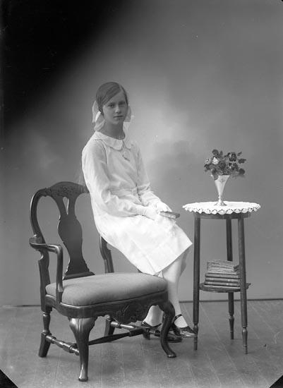 """Enligt fotografens journal nr 6 1930-1943: """"Johansson, Gunborg Ö. Skår, Ödsmål""""."""