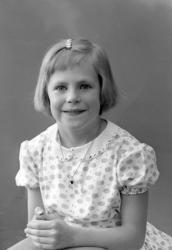 """Enligt fotografens journal nr 9 1958-: """"Adielsson, Asta Håby"""