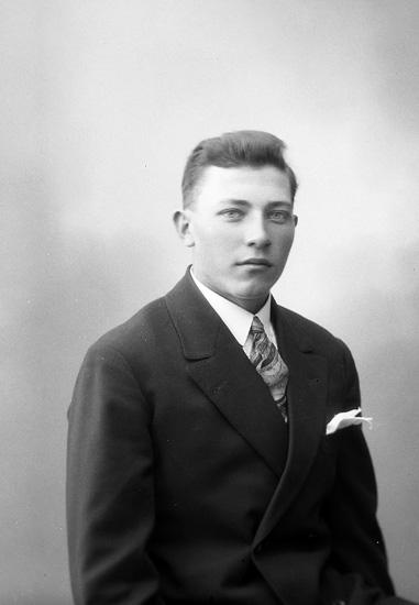 """Enligt fotografens journal nr 5 1923-1929: """"Larsson, Valdemar, Hammar, Här""""."""