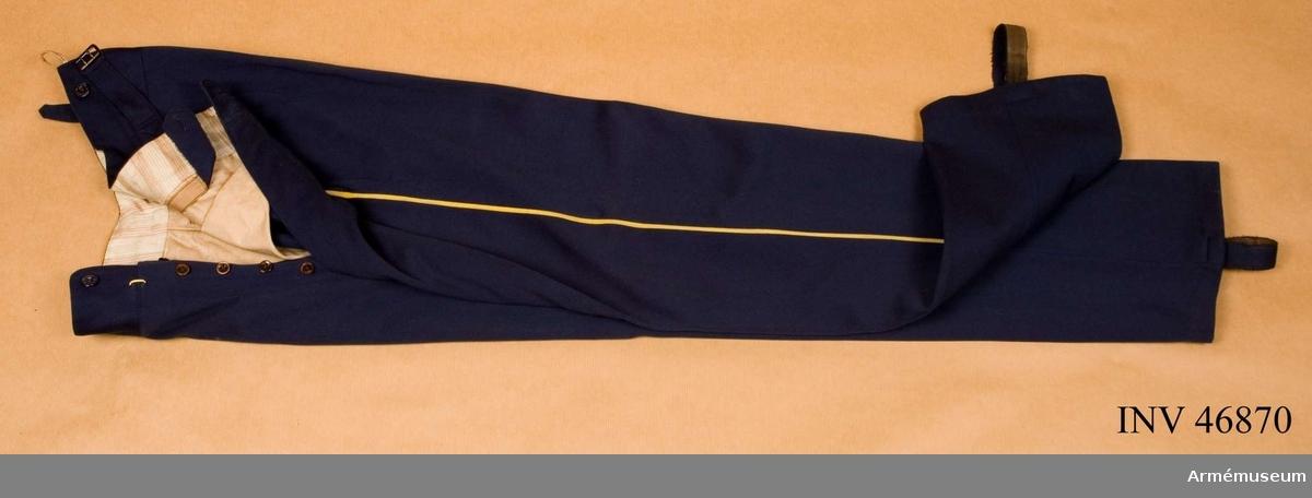 Grupp C I. Ur paraduniform för officer vid fortifikationsstaben 1878-1887. Bestående av vapenrock, epålett, långbyxor, hatt med plym,  skärp. Enligt generalorder 8/5 1845 (se Fortifikationens uniform 1896).