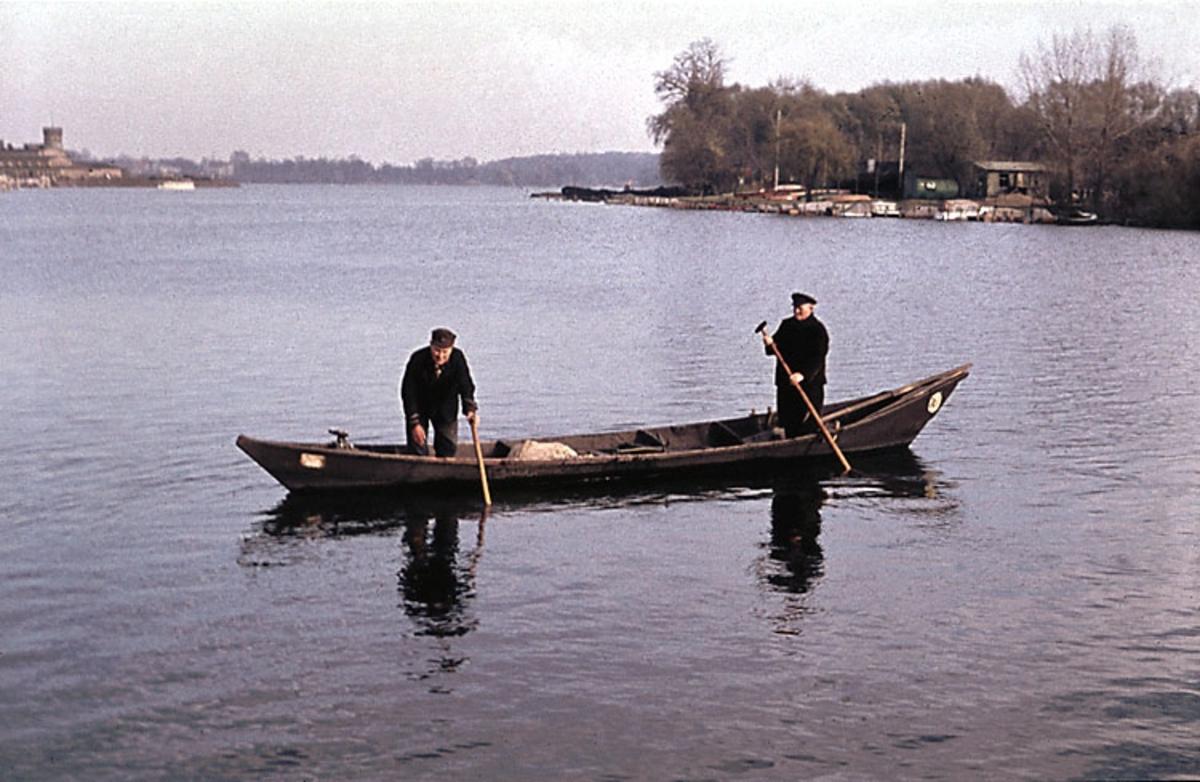 """""""Fotat Fr.o.m 1966-09-11 T.o.m 1966-09-17. Bottenplankbåt från Havel""""."""