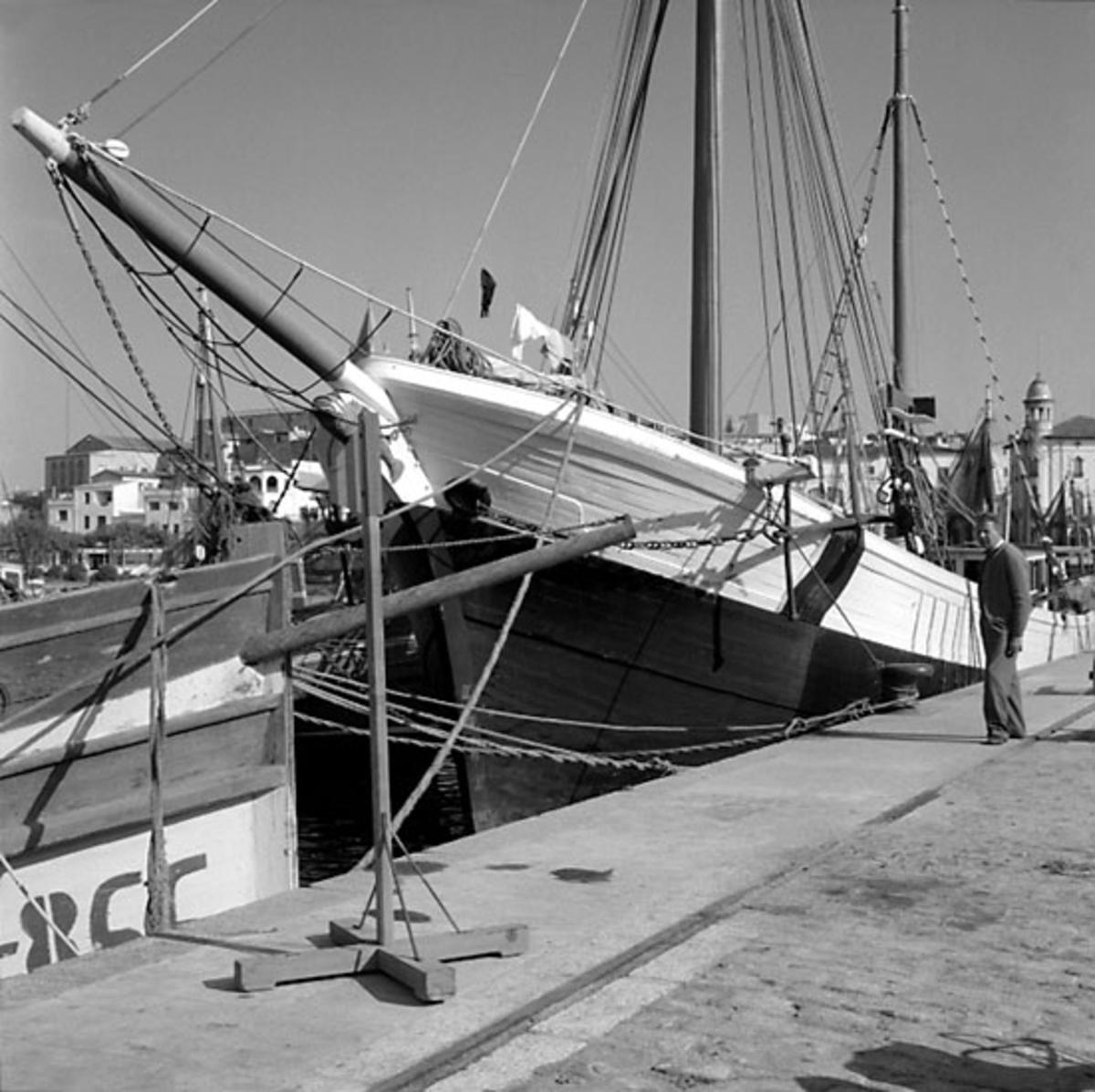 33. Spanien. Fotojournal finns på B.M.A. + fotoalbum. Samtidigt förvärv: Böcker och arkivmaterial. Foton tagna 1959-11-07. 12 Bilder i serie.