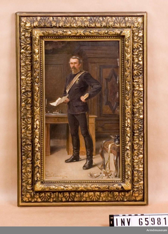 Grupp M I. Oljemålning på pannå. Porträtt föreställande ryttmästare C. G. R. Cederström i uniform, målat av brodern Carl Cederström 1886. Samhörande förgylld träram.