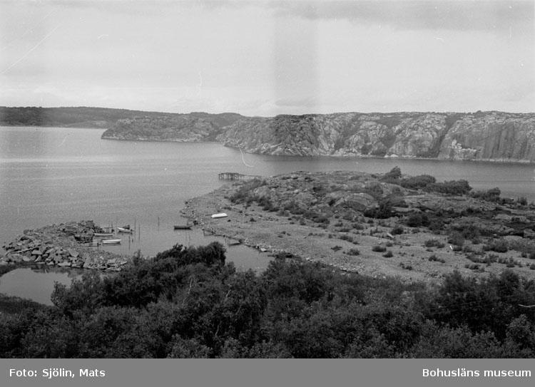 """Bohusläns samhälls- och näringsliv. 2. STENINDUSTRIN. Film: 39  Text som medföljde bilden: """"Utskeppning."""" Juli 1977."""""""