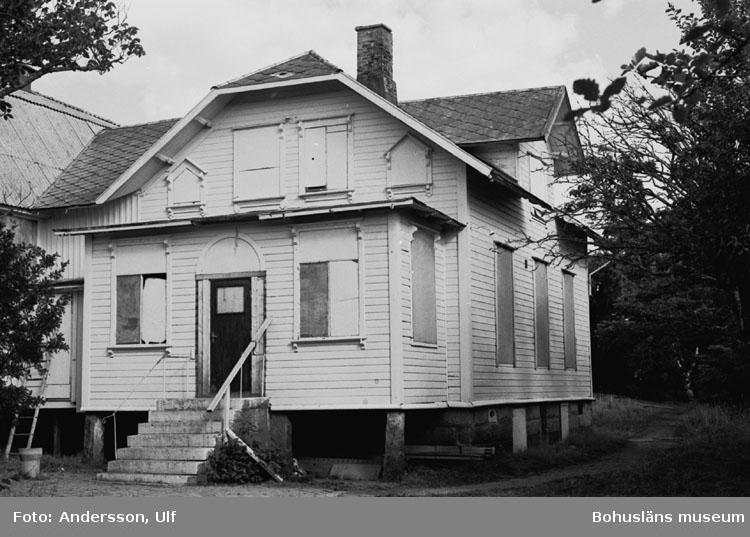 """Bohusläns samhälls- och näringsliv. 2. STENINDUSTRIN. Film: 46  Text som medföljde bilden: """"Folkets Hus. Aug. 1977."""""""