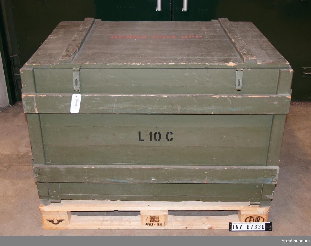 Elaggregat för reservbelysning. I transportlåda. I lådan finns också en instruktion på tyska.