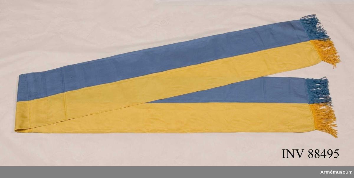 Blått och gult siden med drejad frans.