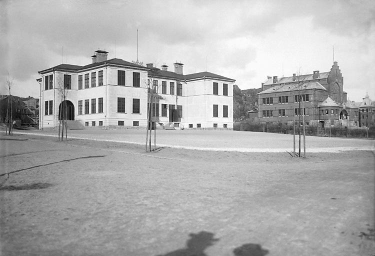 """Enligt tidigare notering: """"Folkskolan och Flickskolan Margretegärde."""""""