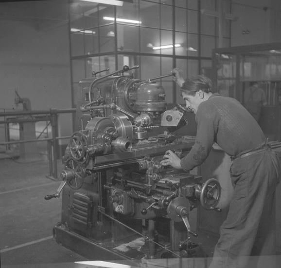 """Text till bilden: """"Jonsereds fabrik, Brastad. 1948.10.22""""             i"""