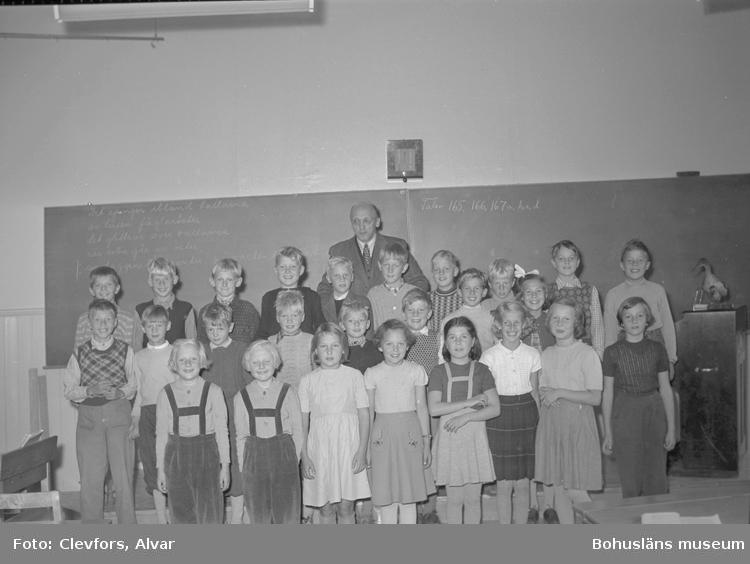 """Text till bilden: """"Magister Nilssons kurs. Färgareskolan. 1952.09.30""""           i"""