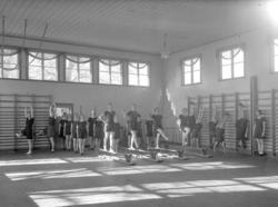 """Text till bilden:""""Gymnastik på V.U.S""""."""
