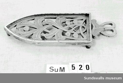 Strykjärnsfot i gjuten metall från 1900-talets början.